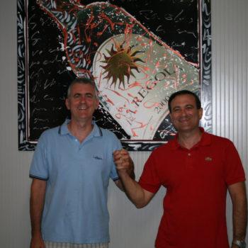 Luca e Flavio con il quadro del pittore Stefano Tonelli