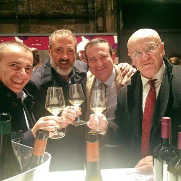 Brindisi coi vini della Regola tra Marcello Masi, Rocco Tolfa e Roberto Rabachino con Flavio Nuti